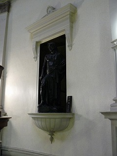 The two statues 1