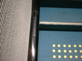 「点字ブロック」と「手すり」の設置(大阪府立中央図書館・バリアフリーの施設・設備)